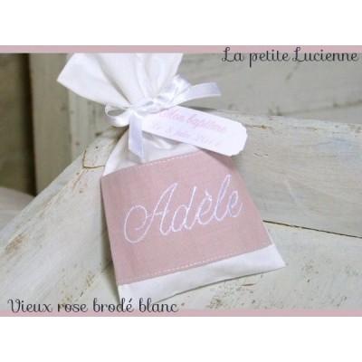 Pochon dragées: Vieux rose brodé blanc