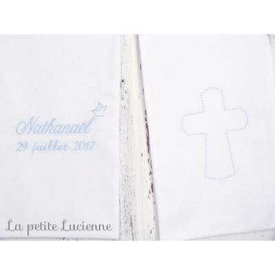 Linge blanc pour baptême avec croix brodée (modèle M)