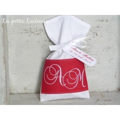 Pochon de mariage dragées brodés, thème rouge et blanc