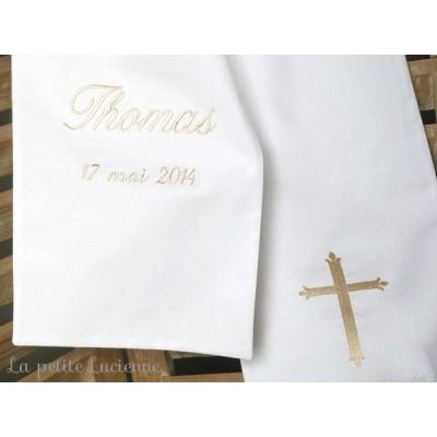 Linge blanc de baptême, étole de baptême avec prénom brodé (modèle C)