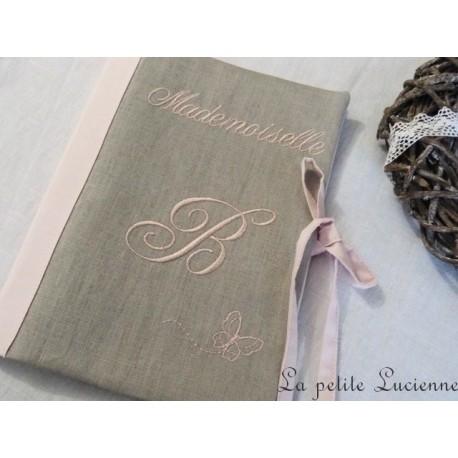 Protège carnet de santé brodé en lin gris et rose poudré