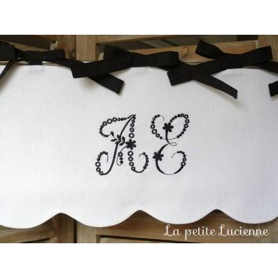 Cantonnière avec feston brodée de monogrammes- Noir et blanc