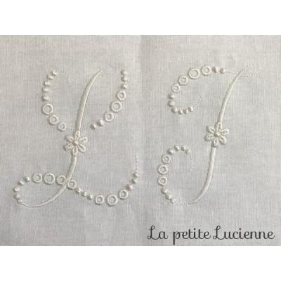 Lot 51: duo de monogrammes brodés L et I