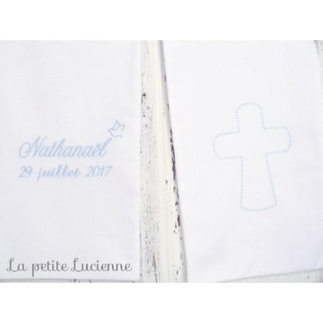 Echarpe blanche pour baptême avec croix brodée