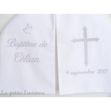 vêtement blanc de baptême