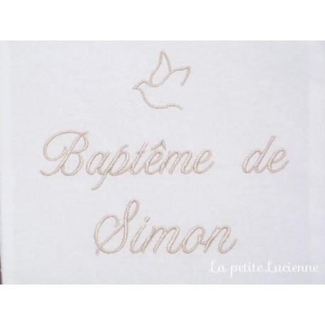 Linge blanc pour baptême personnalisé