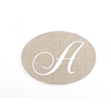 Lot 2: un monogramme A
