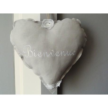 Cœur en lin gris brodé Bienvenue
