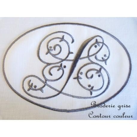 AUGUSTE: monogramme brodé en médaillon et linge ancien
